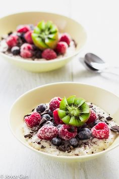 Top your oatmeal with loads of fruits and chocolate chips for a healthy breakfast. It can be ready in 7 minutes. (vegan/gluten free)