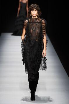 Alberta Ferretti Fall 2020 Ready-to-Wear Fashion Show - Vogue Alberta Ferretti, Tunic Designs, Milano Fashion Week, Evening Outfits, Glamour, Vogue Fashion, Fashion Show Collection, Mannequins, Vogue Paris