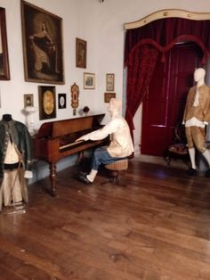 Salon de música Pazo de Tor.  Monforte de Lemos. Table, Furniture, Home Decor, Palaces, Lounges, Decoration Home, Room Decor, Tables, Home Furnishings