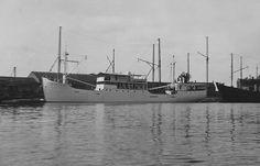 1936 bij de bouwwerf  KONINGIN EMMA  http://vervlogentijden.blogspot.nl/2015/10/elke-dag-een-nederlands-schip-uit-het_42.html
