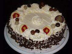 Wie kent hem niet, de slagroomtaart? Met dit recept kun je de taart eenvoudig zelf bakken. Eclairs, Good Food, Fun Food, Creme, Muffins, Appetizers, Pie, Snacks, Desserts