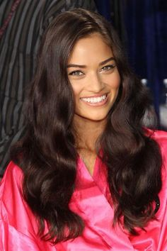 What a beauty! Loving Australian model Shanina Shaik & her healthy hair in this shot