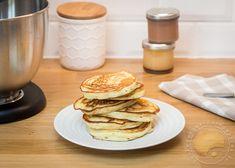 J'ai réalisé cette recette pour la première fois un jour où je n'avais plus de lait mais une folle envie de pancakes. Depuis je ne suis jamais revenue à la recette traditionnelle parce que je trouve celle-ci beaucoup plus légère (elle contient moins de farine) et beaucoup plus moelleuse!