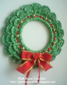 Dikinhas of Sil: Crochet mini wreath found at: www.pinkrosecrochet.blogspot.com (in Portuguese - had to use Google translator)
