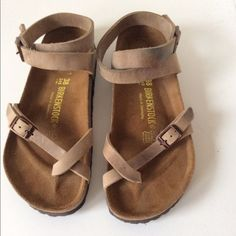 Birkenstock Yara Sandals look very comfy Sock Shoes, Cute Shoes, Me Too Shoes, Shoe Boots, Ella Shoes, Ankle Strap Sandals, Leather Sandals, Flat Sandals, Birkenstock Yara Sandals