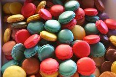 Receta INFALIBLE de Macarons Macaroons, Yummy Treats, Sweet Treats, Velvet Cake, Red Velvet, Chocolate Ganache, Fondant Cakes, Sin Gluten, Creative Food