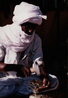 Les arts traditionnel algériens sont la manifestation d'une très ancienne civilisation rurale qui remonte aux premiers temps de l'histoire de l'humanité.