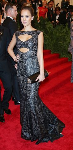Jessica Alba in Tory Burch: Jessica Alba's Style Lookbook - Lookbooks, Photos | ModaMob