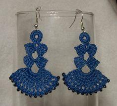 Idea for crochet earrings Crochet Earrings Pattern, Crochet Jewelry Patterns, Crochet Slipper Pattern, Crochet Bikini Pattern, Crochet Slippers, Crochet Accessories, Crochet Motif, Crochet Designs, Crochet Lace