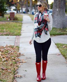 Hunter boots Plaid scarf Perfect Teacher look! Plaid Scarf Outfit, Red Plaid Scarf, Plaid Shirt Outfits, Winter Boots Outfits, Fall Outfits, Casual Outfits, Cute Outfits, Modest Outfits, Red Hunter Boots