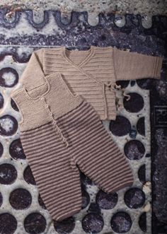 Søgeresultat - Mayflower www. Baby Outfits, Toddler Outfits, Baby Cardigan, Knitting For Kids, Baby Knitting Patterns, Woolen Clothes, Baby Barn, Baby Couture, Baby Hands