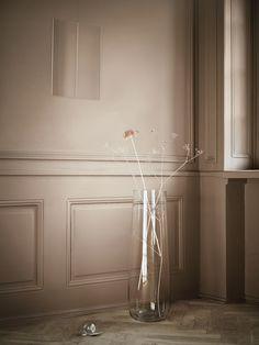 Η σειρά βάζων BERÄKNA είναι φτιαγμένη από διάφανο γυαλί με ελαφριές καμπύλες σε διάφορα μεγέθη, για να φέρετε τη φύση στον χώρο σας!