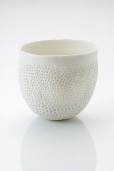 Pinch pot by Vicki Grime...pinbrush texture? More