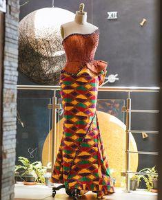 Ghana 🇬🇭 got it 🔥🔥 asoebi finest ⚜️Sena💍Akosua⚜️ 📸 🤙🏿vibe with… African Dresses For Kids, African Lace Dresses, African Wedding Dress, African Fashion Dresses, Dress Fashion, Kente Styles, Ankara Gown Styles, African Traditional Dresses, Traditional Wedding Dresses