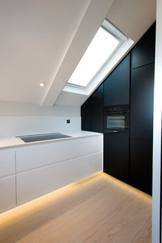 Corian: What It Is, Features, Advantages, and Project Tips White Countertops, Stone Countertops, Kitchen Interior, Kitchen Design, Dark Wood Cabinets, Macrame Wall Hanging Patterns, Corian, Splashback, Kitchen Colors