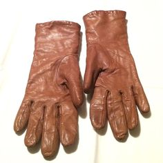 Gloves - brown leather soft gloves. Gently worn. Gloves - brown soft leather gloves. Fits a small to medium sizes. Gently worn and no issues. In excellent condition. Lined with soft inner material. Unknown Accessories Gloves & Mittens