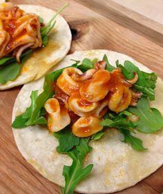 Calamari, spicy tomato sauce. Calamari Recipes, Squid Recipes, Seafood Recipes, Squid Dishes, Spicy Tomato Sauce, Clean Eating, Healthy Eating, Favorite Recipes, Healthy Recipes