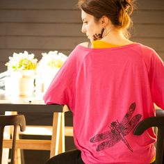I really like dragonflies! So I out one at this fucsia oversize shirt :D