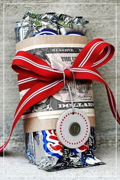 Cute money gift idea + 35 Easy DIY Gift Ideas That People Actually Want - For the person who is hard to buy for! Easy Diy Gifts, Creative Gifts, Homemade Gifts, Cute Gifts, Unique Gifts, Best Gifts, Creative Ideas, Cheap Gifts, Mom Gifts