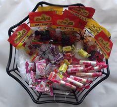 Un kit pour réaliser un panier garni pour fêter Halloween