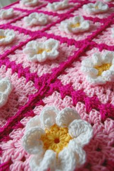 Daisy Flower Pink Granny Square Patchwork Baby Granny Square Afghan Blanket, wonder if I can make this.Pink and White Daisy Flower Granny Square Crochet Afghan, currently no pattern or item to purchase, crochet inspirationgranny's hands were always w Crochet Squares, Crochet Granny, Baby Blanket Crochet, Crochet Motif, Crochet Stitches, Knit Crochet, Crochet Patterns, Crochet Daisy, Crochet Afghans