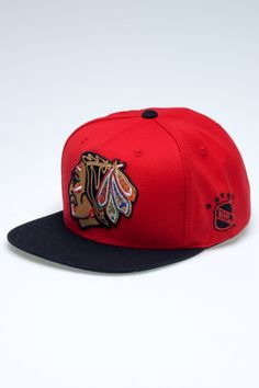 c46ed8ee44e Mitchell   Ness NHL Chicago Blackhawks Vintage XL Logo 2T Snapback Nhl  Chicago