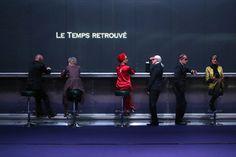 PROUST, DU CÔTÉ DE CHEZ WARLIKOWSKI «Névrosé obsessionnel, Proust créa une œuvre qui dépasse de loin les possibles de la littérature» - See more at: http://www.leprogramme.ch/article/proust-du-cote-de-chez-warlikowski#.dpuf Les Francais 2 - Genève, Bâtiment des Forces Motrices © Tal Bitton