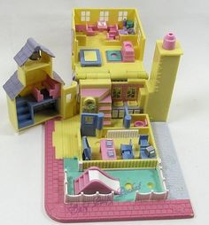 Polly Pocket Schoolhouse aka Polly's Village School Playset - Tiny World or Pollyville Right In The Childhood, 90s Childhood, Childhood Memories, Polly Pocket World, Poly Pocket, Old School Toys, Dollhouse Toys, 90s Toys, Mattel Dolls