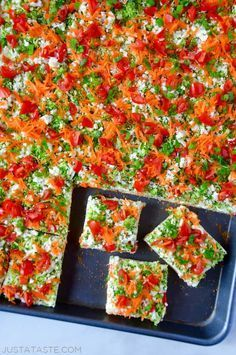 Healthy Snacks Whip up a quick-fix appetizer or snack with this family favorite recipe for veggie bars made with crescent rolls. Crescent Roll Veggie Pizza, Crescent Roll Appetizers, Crescent Roll Recipes, Crescent Rolls, Veggie Appetizers, Appetizers For Party, Appetizer Recipes, Christmas Appetizers, Easter Appetizers