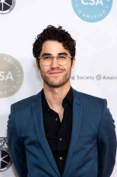 Darren Criss attends The Casting Society of America's Annual Artios Awards at The Beverly Hilton Hotel on January 2019 in Beverly Hills, California. (Photo by John Wolfsohn/Getty Images) Beverly Hilton, The Beverly, Glee Wedding, Blaine And Kurt, Darren Criss Glee, George Mackay, Cheer Workouts, Derek Hough, Chris Colfer