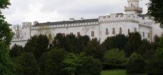 Na Slovensku je kaštieľ, ktorý bol krajší ako Bratislavský hrad: Má to však háčik, pohľad naň trhá srdce   hashtag.sk Nostalgia, Mansions, House Styles, Mansion Houses, Manor Houses, Villas, Fancy Houses, Mansion, Villa
