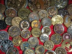 ANTIQUE VINTAGE VICTORIAN OLD METAL PICTURE BUTTONS RARE SCARCE