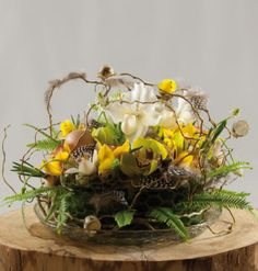 Easter beauty :: egg shells with craspedia yolks; pussywillow, tulips, ranunculus and callas Spring Decorations, Table Decorations, Egg Shells, Tulips, Ranunculus, Floral, Beauty, Flowers, Easter Activities
