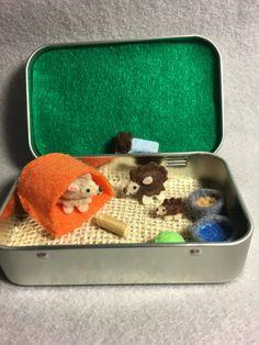 hedgehog felt miniature plush playset in a tin- itty bitty Maties, miniature hedgehog, hedghog doll, Cute Crafts, Felt Crafts, Diy And Crafts, Crafts For Kids, Arts And Crafts, Mint Tins, Small Tins, Tin Art, Altered Tins