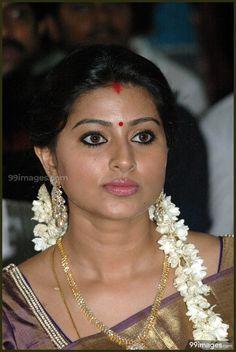 Beautiful Gorgeous Actress Sneha in Pattu Saree Photos Beautiful Blonde Girl, Beautiful Girl Indian, Most Beautiful Indian Actress, Beautiful Actresses, Beautiful Models, Sonam Kapoor, Deepika Padukone, Sneha Actress, Tamil Actress