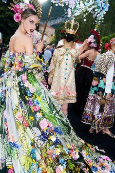 c32bada3f5 44 fantastiche immagini su La maiolica italiana nella moda nel 2019 ...