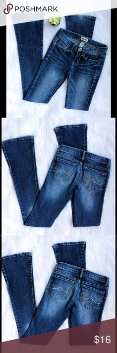 "Mudd Slim Fit Bootcut Jeans Mudd Slim Fit Bootcut Jeans, size 0 (see Mudd size chart above). Measurements approx. 23"" W x 32""L . Mudd Jeans Boot Cut"