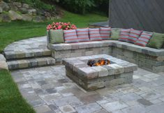 Outdoor fire pit ideas flagstone patio elegant photos awesome fire pit ideas kit instructions new image patios with patio designs with fire pit diy outdoor Fire Pit Seating, Diy Fire Pit, Fire Pit Backyard, Backyard Patio, Pergula Patio, Seating Areas, Modern Backyard, Fire Pit Video, Gazebo
