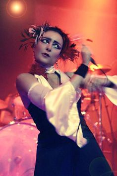 I love Siouxsie so much 💘 Siouxsie Sioux, Siouxsie & The Banshees, Rock N, Rock And Roll, Photo Rock, Party Shed, Women In Music, Ice Queen, Post Punk