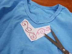 Free project instructions on how to add borders and corners to v-necks.