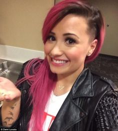 Demi and I vibrate on the same wavelength i think....first she jocked my faded mermaid hair color...and now i'm completely in love with her new hair DO. I used to do the side shave in hs but my hair was shorter and solid flamingo pink.....love this look :)