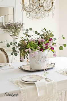 Choosing Colors For A Spring Table Setting with floral centerpieces Dining Room Table Centerpieces, Table Decorations, White Flower Centerpieces, Centerpiece Ideas, Deco Champetre, Vibeke Design, Deco Floral, Deco Table, Shabby Chic Homes