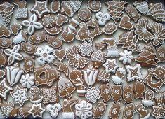 Vianočný mix, vianočné, Tak a tu je všeličo, ale anjelikov sa mi zatiaľ ešte nepodarilo stvárniť do uspokojivej podoby:-) Inšpirujte sa pri zdobení šikovnými medovnikárkami.