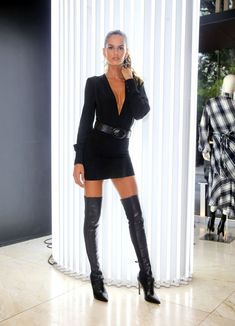girl wearing black high heels thigh high boots on bare legs with a very short dress Thigh High Boots, High Heel Boots, Heeled Boots, Mode Outfits, Sexy Outfits, Short Skirts, Mini Skirts, Best Street Style, Street Styles