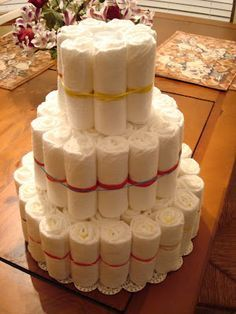 Simple diaper cake directions - best and simplest - so YOU can dress is up the w. Simple diaper ca Deco Baby Shower, Shower Bebe, Baby Shower Parties, Baby Boy Shower, Baby Shower Gifts, Baby Gifts, Baby Showers, Diy Diapers, Baby Shower Diapers