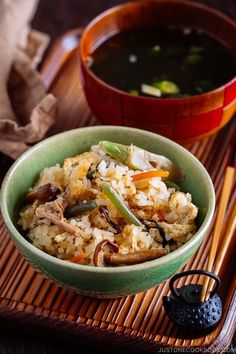 Sansai Gohan (Rice with Mountain Vegetables) Sansai Gohan is a mixed rice dish filled with fresh, tender, fragrant mountain vegetables. Welcome the arrival of spring by enjoying a bowl of lightly seasoned mountain vegetable rice! Easy Japanese Recipes, Japanese Dishes, Japanese Food, Asian Recipes, Ethnic Recipes, Mexican Recipes, Japanese Meals, Japanese Chicken, French Recipes