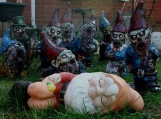 Not a fan of the zombie gnomes, but it goes to shows gnome keep up with the fad's. Walking Dead Zombies, Walking Dead Memes, The Walking Dead, Evil Gnome, Zombie Attack, Horror Themes, Zombie Girl, Funny Zombie, Zombie Movies