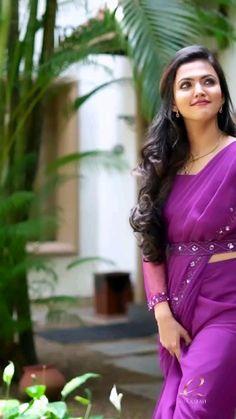 Half Saree Designs, Fancy Blouse Designs, Bridal Blouse Designs, Indian Dress Up, Saree Designs Party Wear, Indian Bridesmaid Dresses, Desi Girl Image, Saree Models, Elegant Saree