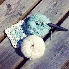 Vår-virkning  #hemslöjd #stockholm #entrepreneur #sweden #crochet #crochetlove #crochetaddict #crochetsisters #crochetersofinstagram #mindful #mindfulness #mormorsrutor by yourlocalsisters