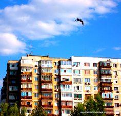Bloc-parcul Titan Romania, Multi Story Building, Mansions, House Styles, Home Decor, Decoration Home, Manor Houses, Room Decor, Villas